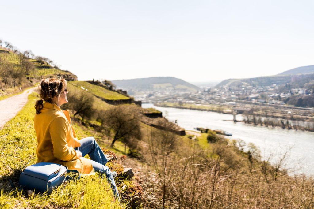 Trendfarbe Gelb: Stylische Rheingau-Tour zum Niederwalddenkmal