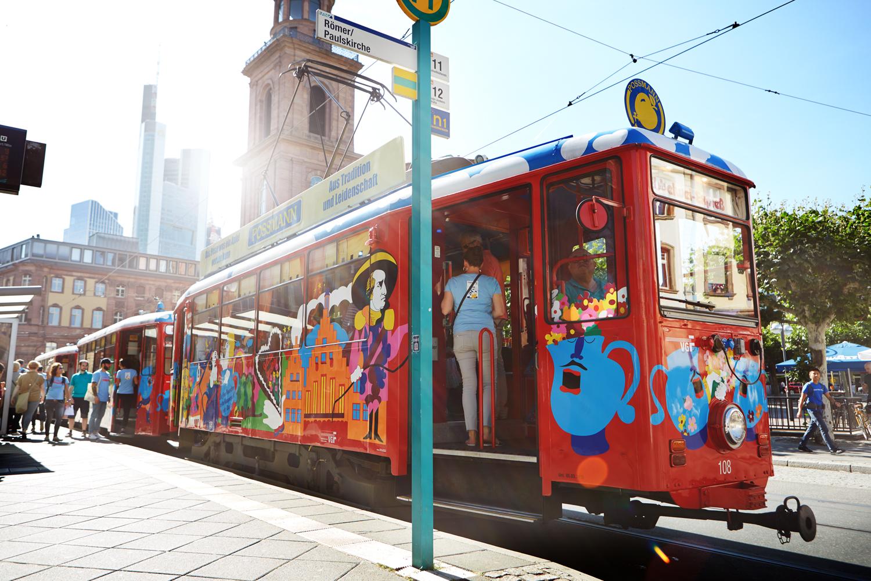 (Werbung) U(h)riger Frankfurt-Trip: Im Ebbelwei-Express auf SWATCH Destination Tour