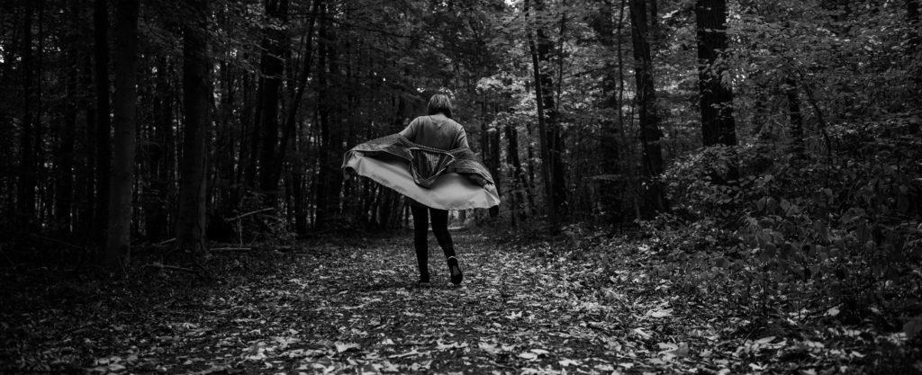 Karo überall: In meinen liebsten Herbst-Basics durch den Frankfurter Stadtwald